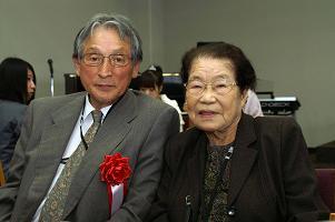 塩川 フジ さん(右 左:梅木先生)