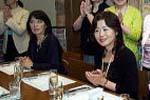 鶴田智子 先生(右)