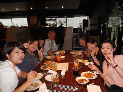 秋好先生、武藤先生と一緒に保育学科卒業生