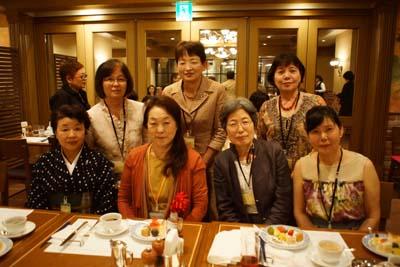 宇賀田克子先生(前列左から2番目)を囲んで