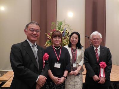 左から 中川伸也学長、土内華誉子風早会会長、福田智恵副会長、野澤秀樹理事長