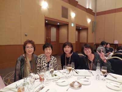 野口雅子先生と家政科卒業生