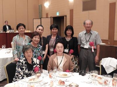 保育学科からたくさんの先生が来てくださいました。(前列左より)武藤富美先生、宇賀田克子先生(中列)川村俶子先生(後列左より)坂井邦子先生、ひとりおいて宮嶋郁恵先生、松尾裕美先生、森啓一郎先生