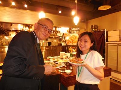 井筒健治キャリア支援課長も卒業生への声掛けなどサポートいただきました。
